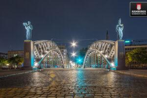Hamburger Brooksbrücke bei Nacht