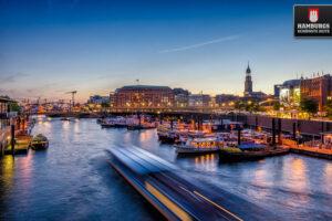 Binnenhafen Hamburg blaue Stunde