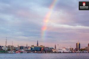 Regenbogen über den Landungsbrücken Hamburg