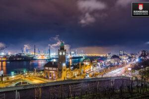 Hamburg Landungsbrücken bei Nacht