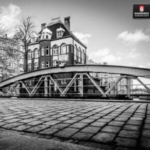 Hamburg Wasserschloss Schwarz/Weiß auf Holz