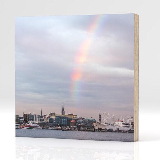 Hamburg Landungsbrücken Regenbogen auf Holz