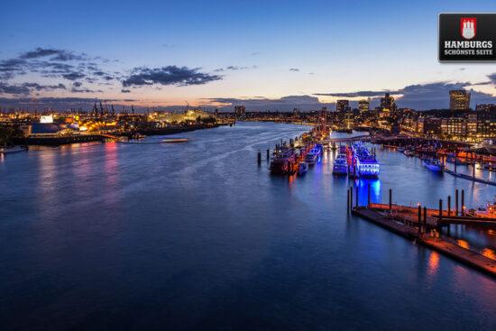 Hamburg Hafenpanorama zur blauen Stunde