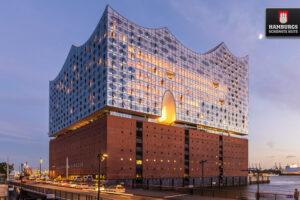 Elbphilharmonie zur blauen Stunde Hamburg
